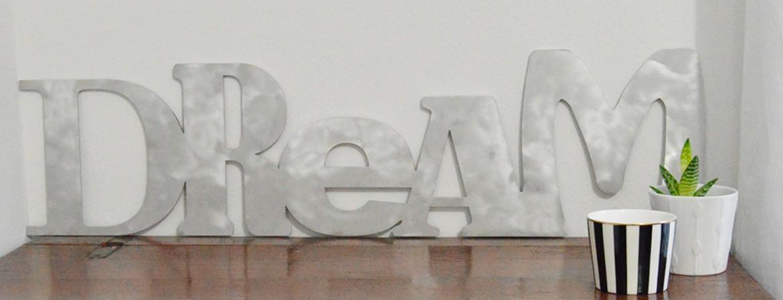 Dream scritta in alluminio